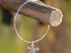 2mm silver bangle with a wire daisy charm attached